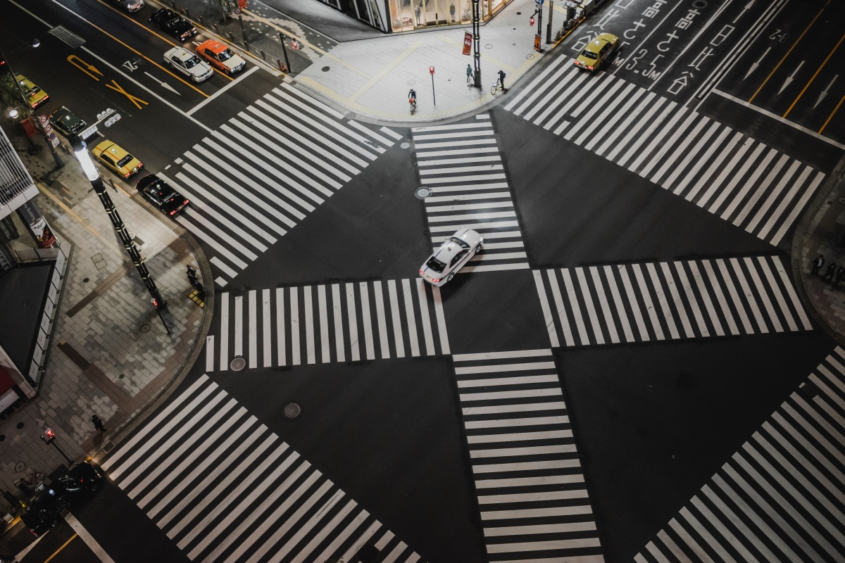 Photo of an intersection traffic crossing